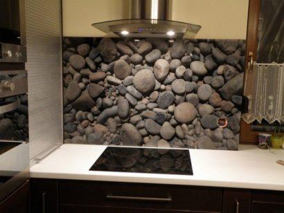 Mẫu kính ốp bếp in tranh đá cuội 3D TOP-107