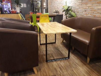Bàn cafe khung chân sắt mặt gỗ cao su GHZ-419 kiểu dáng đơn giản mà đẹp