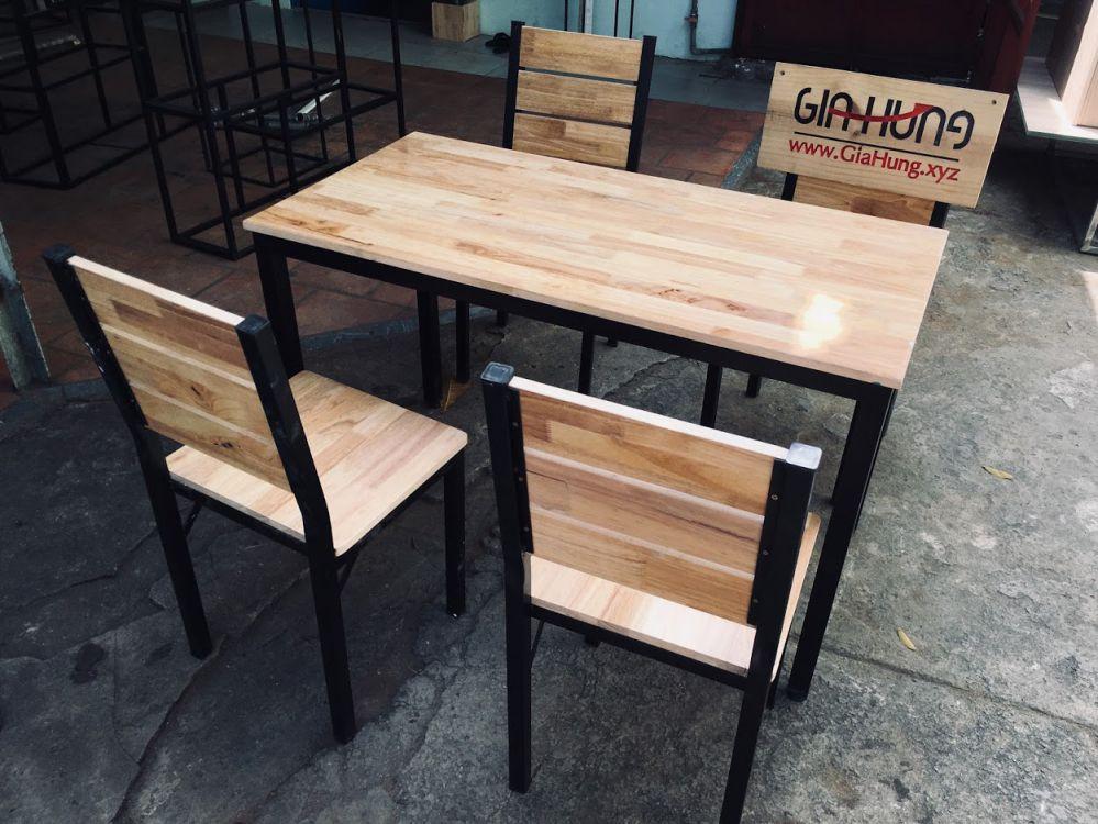 Nguyên bộ 1 bàn + 4 ghế khung chân sắt mặt gỗ cao su chuyên dùng cho quán ăn