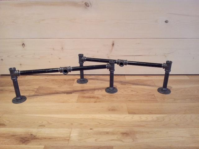 Bàn khung chân ống nước sắt mặt gỗ thông GHZ-658 đẹp không thể chê vào đâu được