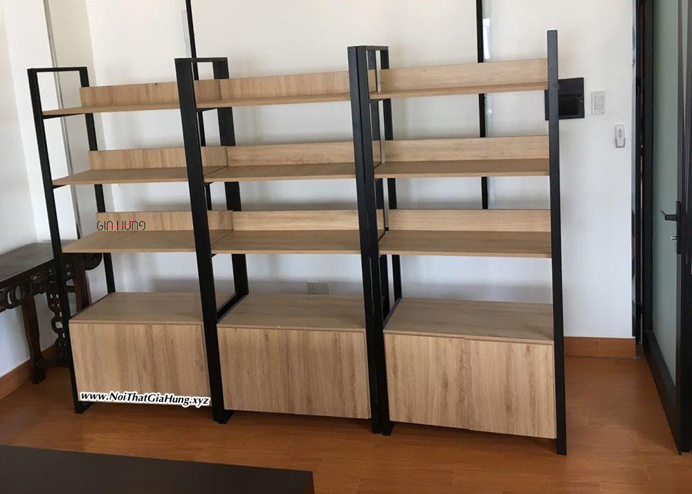 Kệ sách trang trí khung sắt mặt gỗ có tủ dưới GHZ-3239