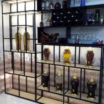 Bộ kệ để bình rượu khung chân sắt mặt gỗ GHK-73 có đèn LED
